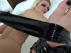 Annika Albrite gets the brush selfish tochis space pleasured with toy by Dana Vespoli during bondage lesbian sex